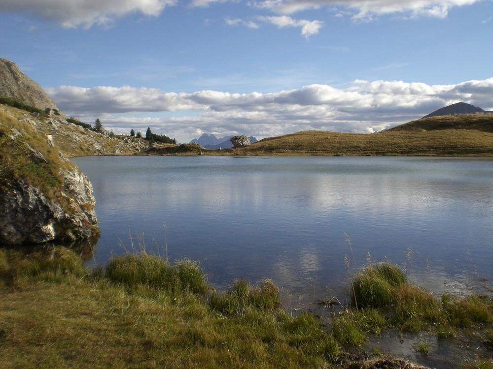Kleiner See am Valparola-Pass