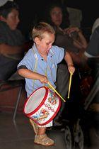Kleiner Trommler, sehr engagiert ! / Piccolo tamburino, molto impegnato !
