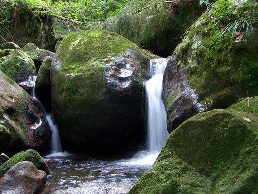 Kleiner Wasserfall