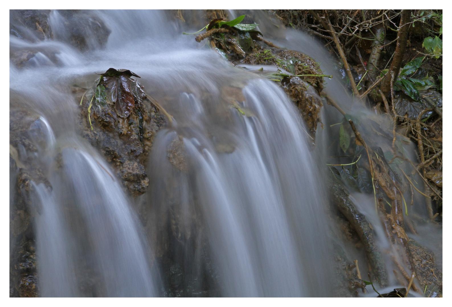 kleiner Wasserfall - I