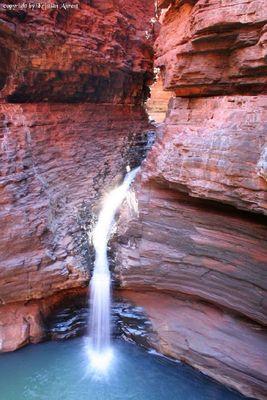 kleiner Wasserfall im Karajini Nationalpark in Australien