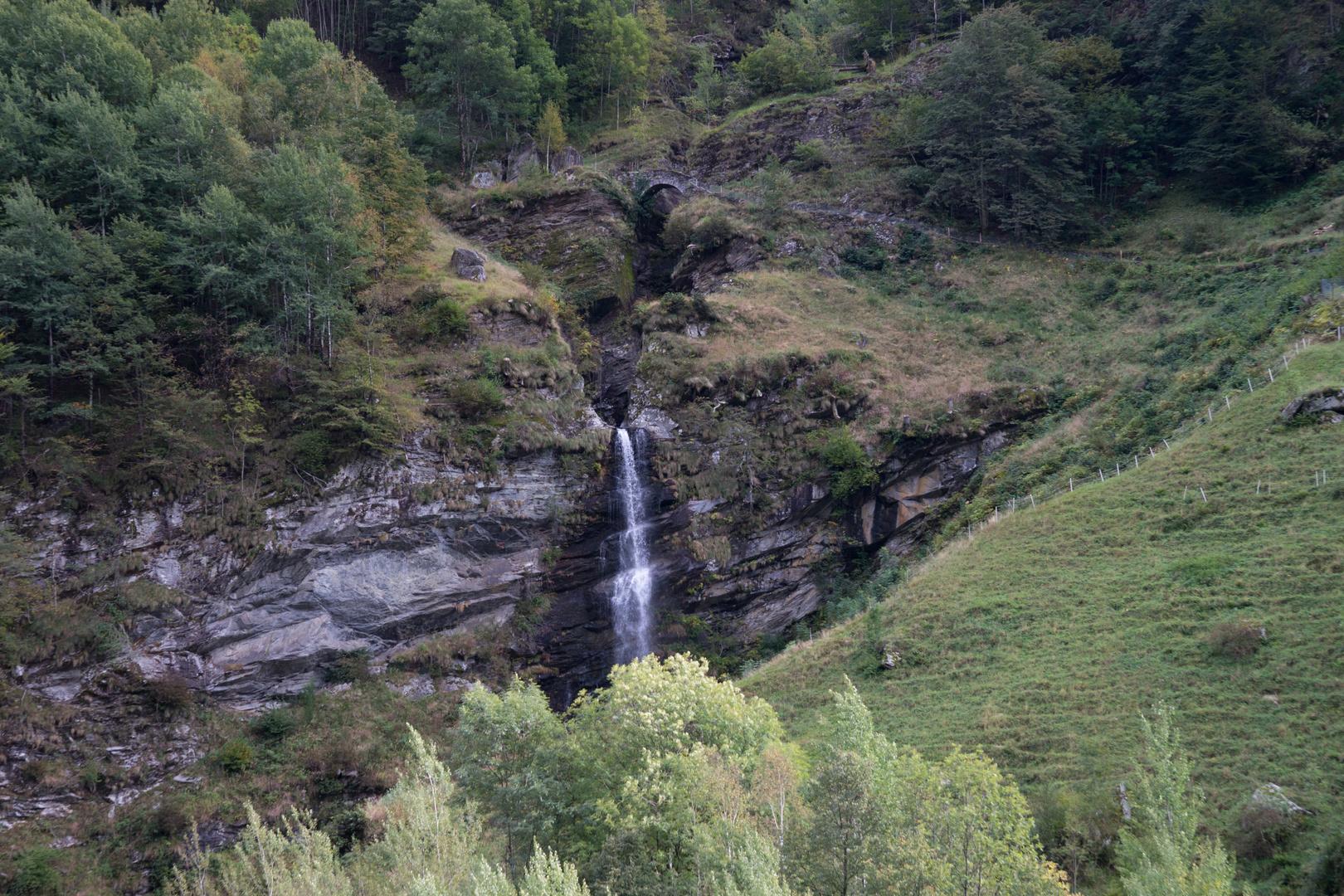 Kleiner Wasserfall im Maggiatal