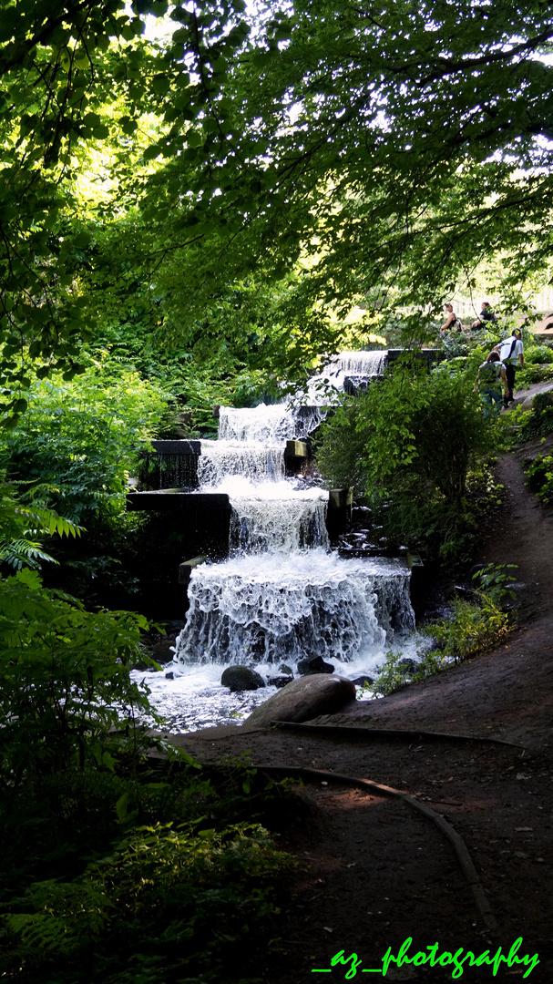"""Kleiner """"Wasserfall"""" in Planten un Bloomen, Hamburg :D"""