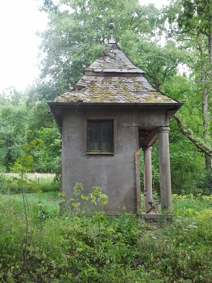 Kleines Häuschen bei Schloss Melschede