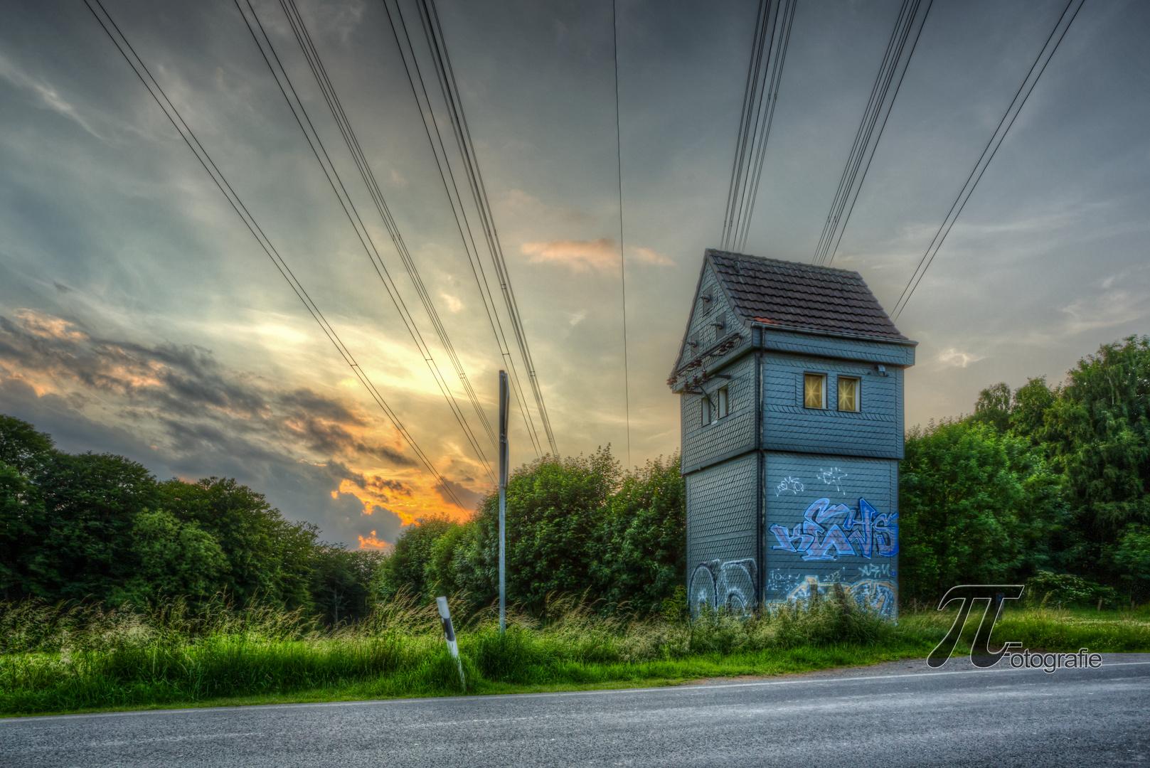 kleines Haus im Sonnenuntergang