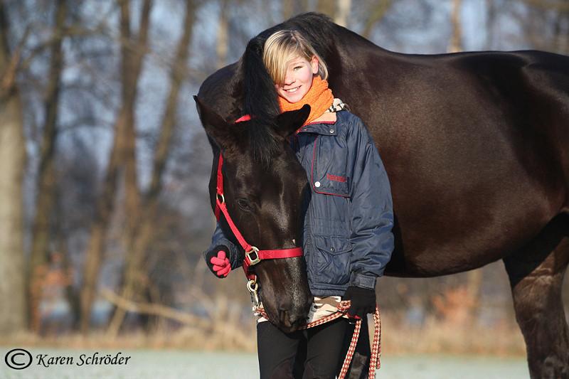 Kleines Mädchen - großes Pferd!