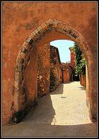Kleines Stadttor in Roussillon