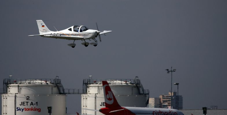 kleinflugzeug beim landen 1