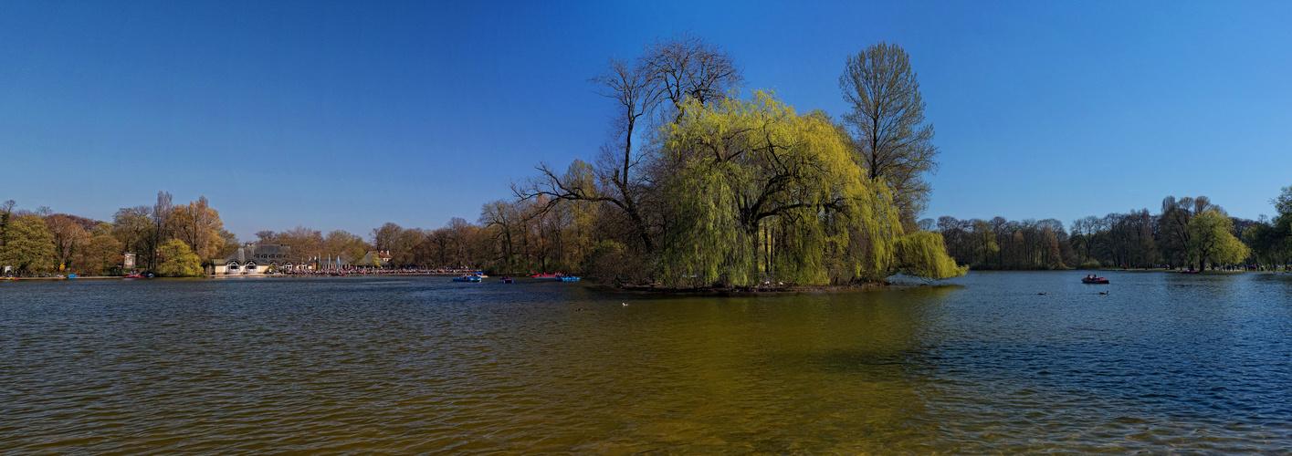 Kleinhesseloher See im Englischen Garten in München