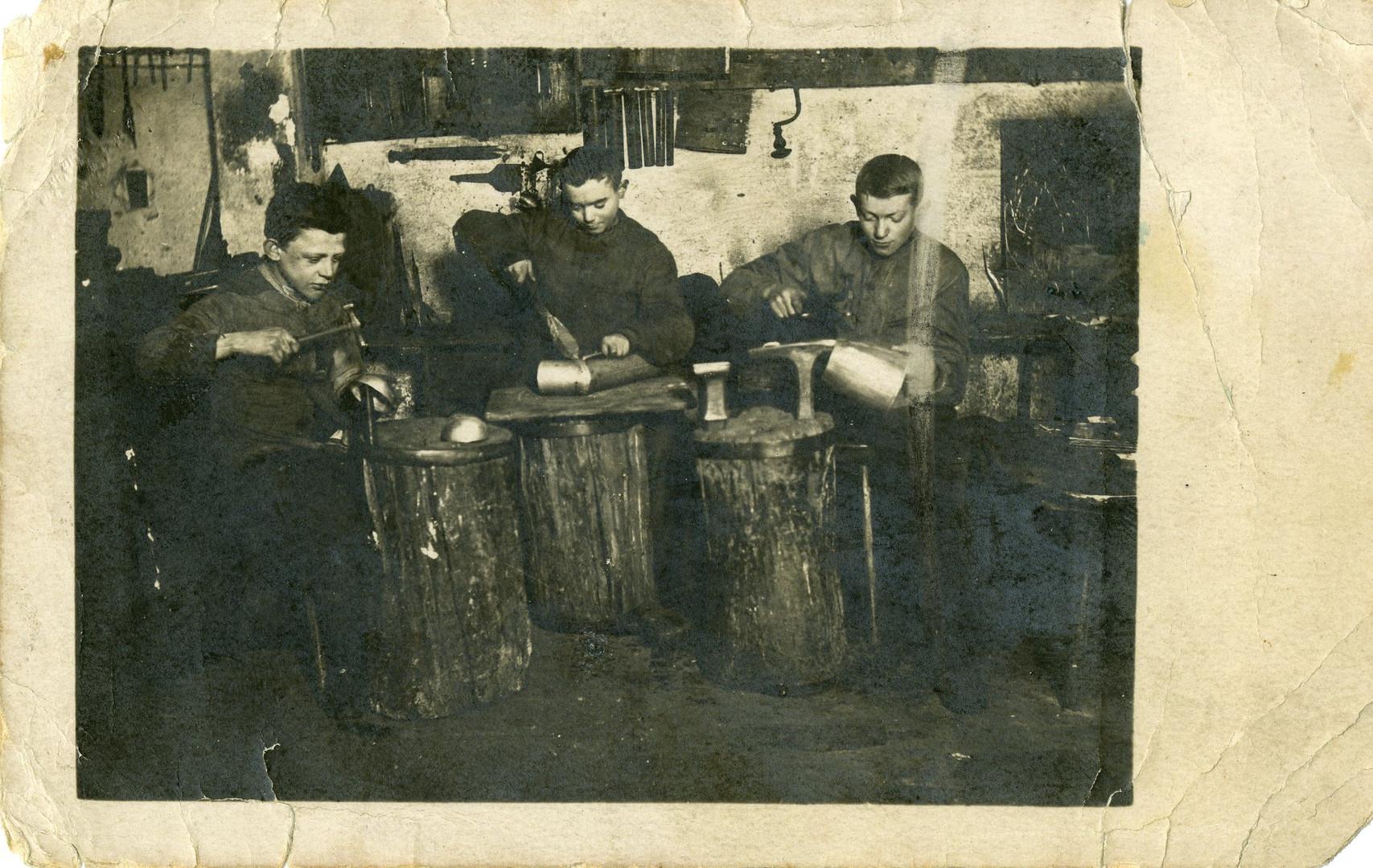 Klempnerlehrlinge ca. 1917