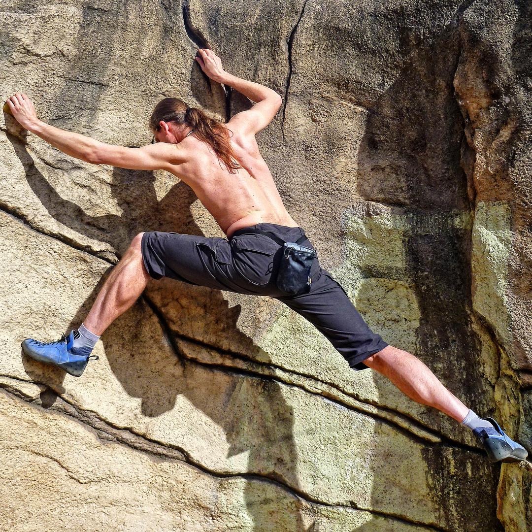 Klettern an Boulderwand