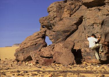Klettern in der Sahara (Libyen)