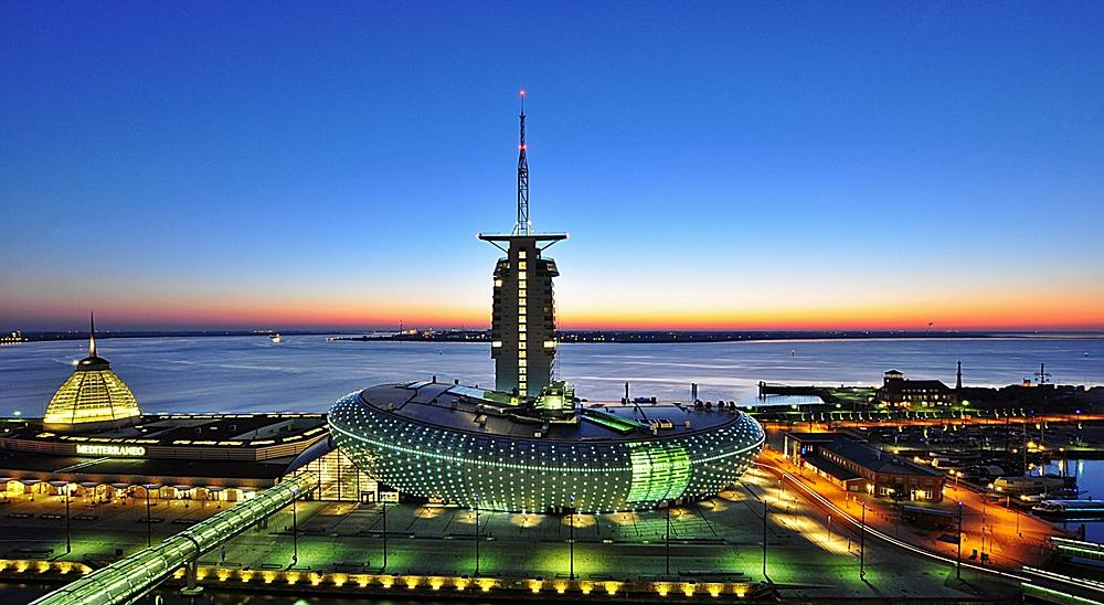 Klimahaus & Atlantik Sail City Hotel bei klarer Sicht