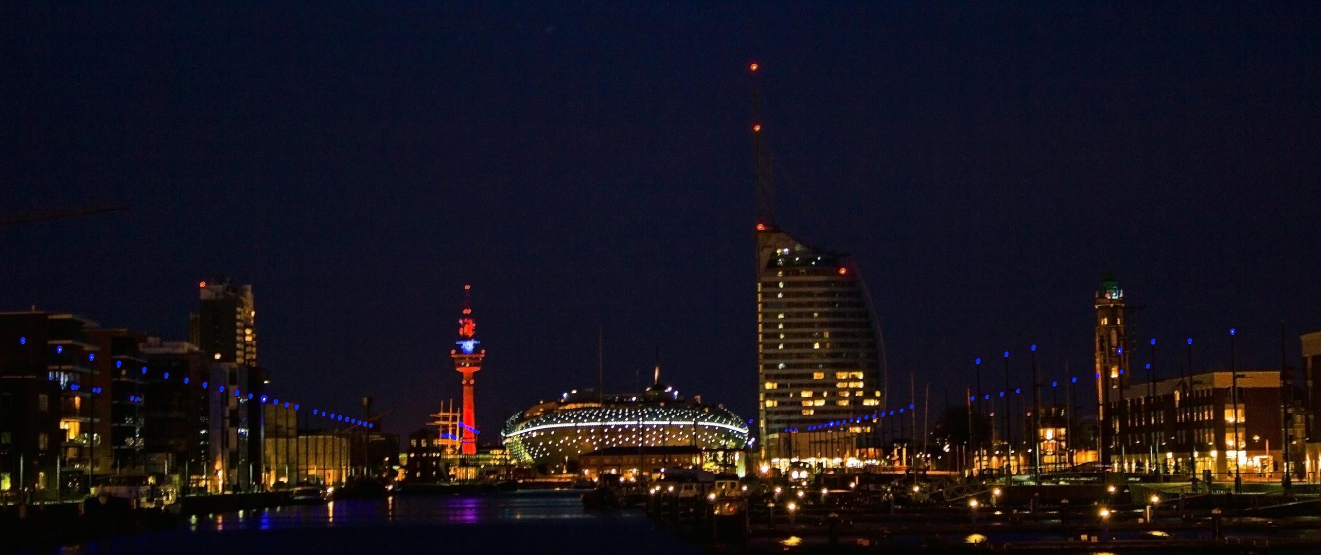 Klimahaus und Atlantikhotel bei Nacht