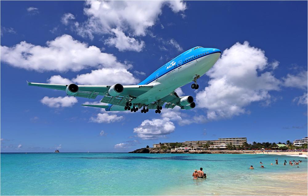 KLM 785