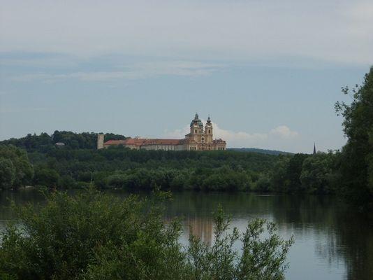 Kloster Melk vom linken Donauufer