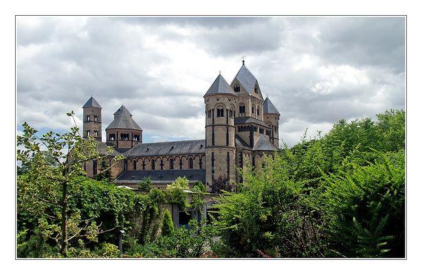 klosterkirche maria laach mit paradies