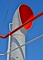 Knallige Farben auf dem Segelschulschiff