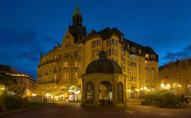 Kochbrunnen und Palasthotel