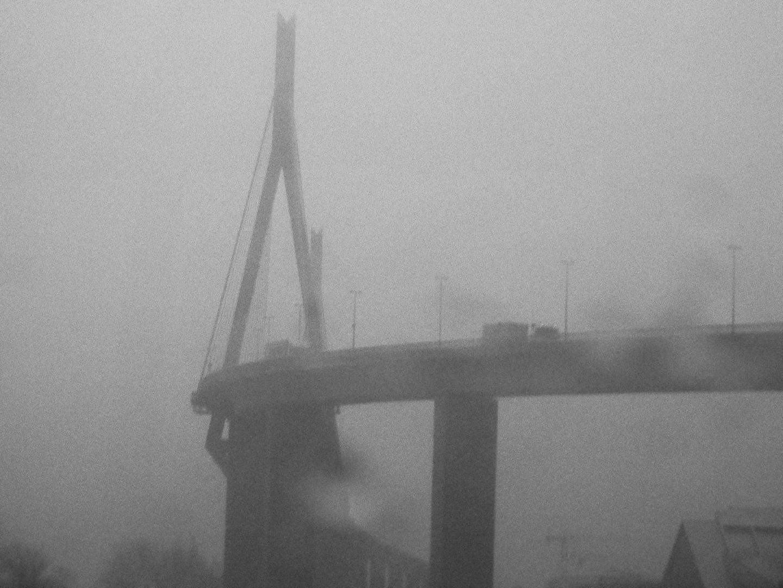Köhlbrandbrücke im Winternebel