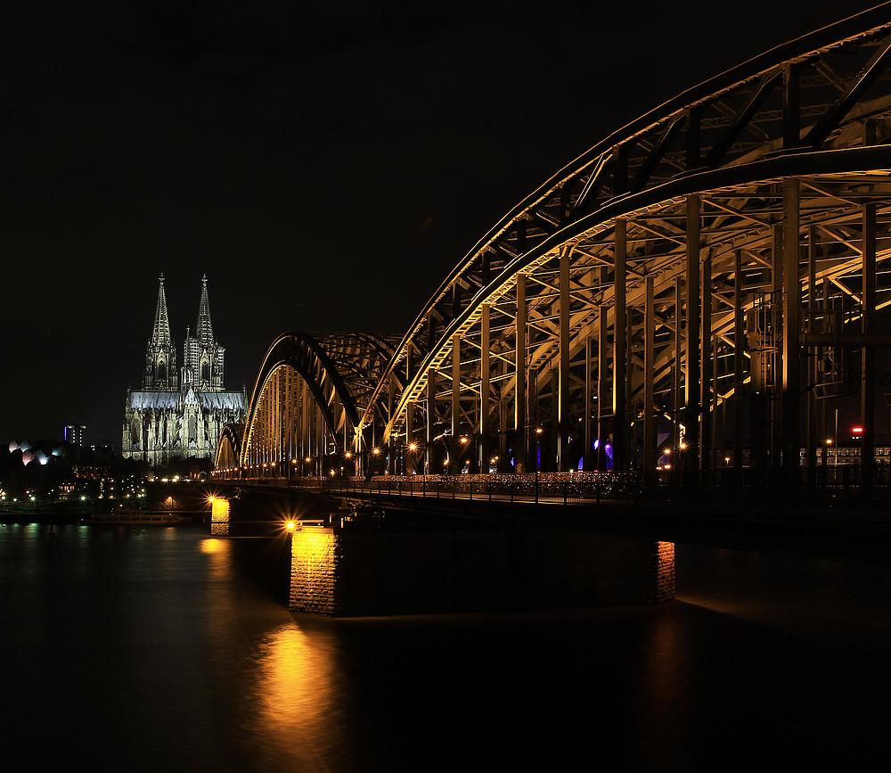 Köln. Dom und Hohenzollernbrücke.