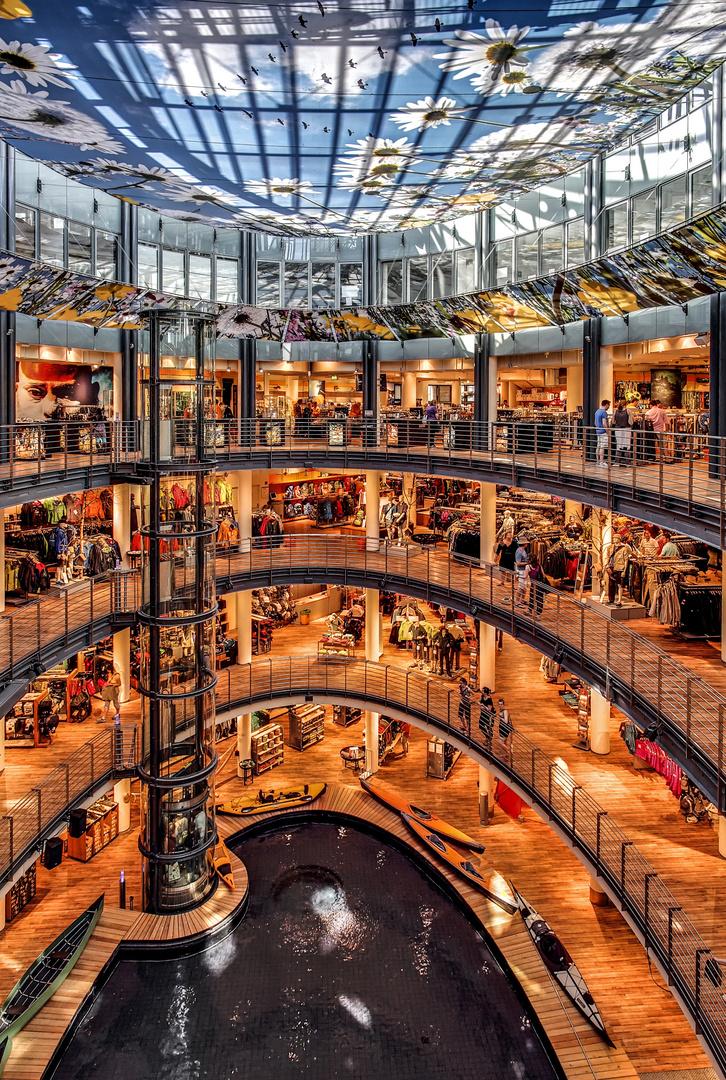 Köln Globetrotter Megastore