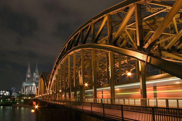 Köln - Hohenzollern Brücke mit Dom