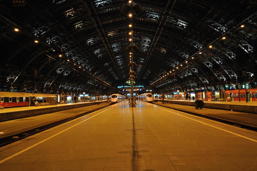 Köln, nachts, reisend