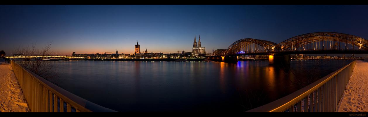 Köln Panorama bei Nacht...