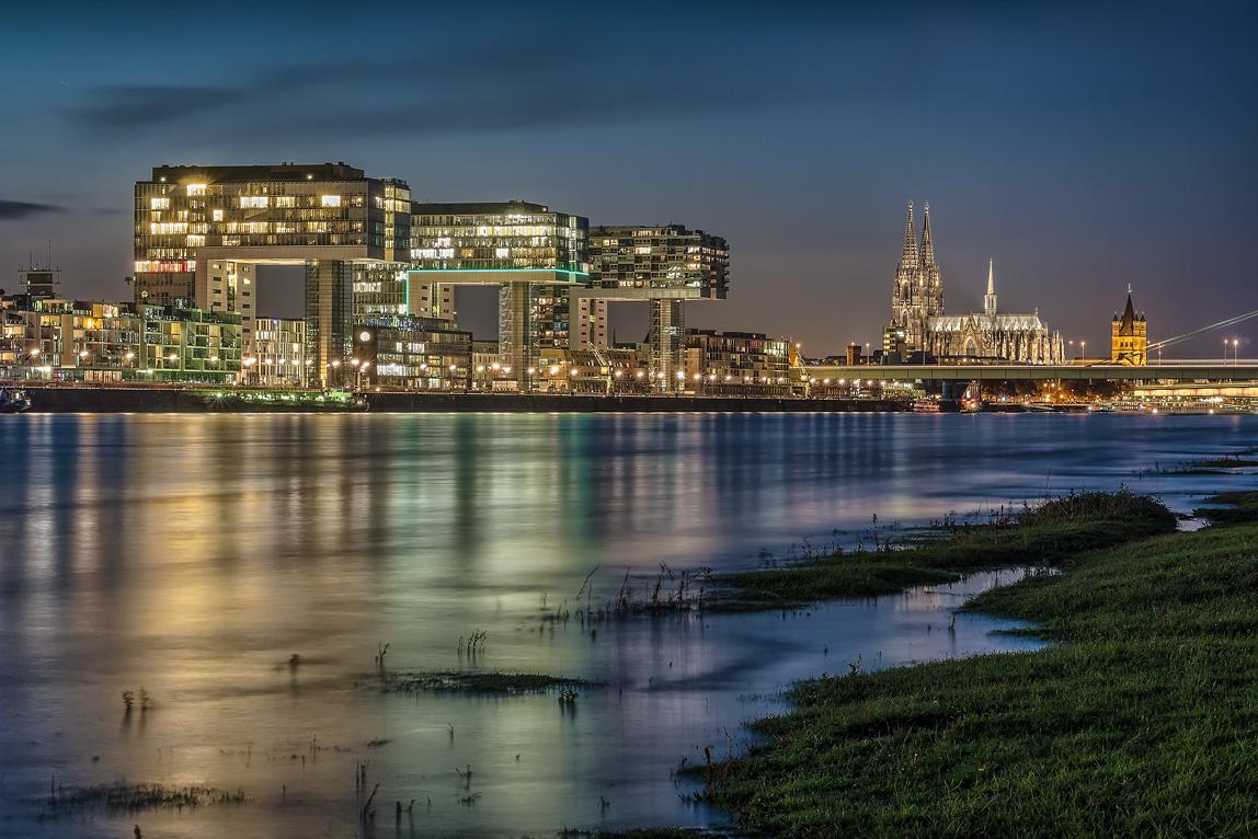 Köln Rheinauhafen, Kranhäuser und Dom