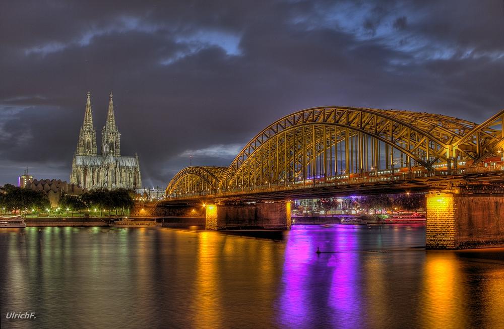 Köln, Rheinufer vor dem Hyatt-Hotel