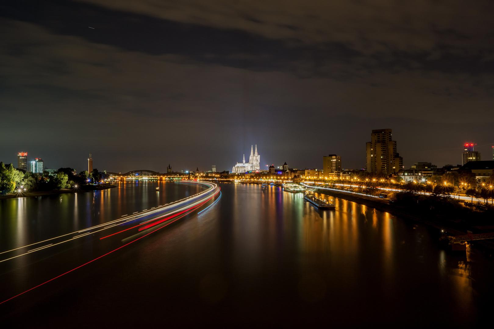 Köln Skyline bei Nacht