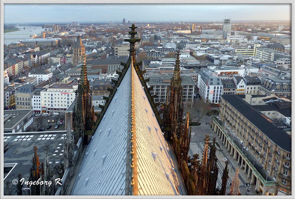 Köln - über den Dächern - Blick auf das Rathaus