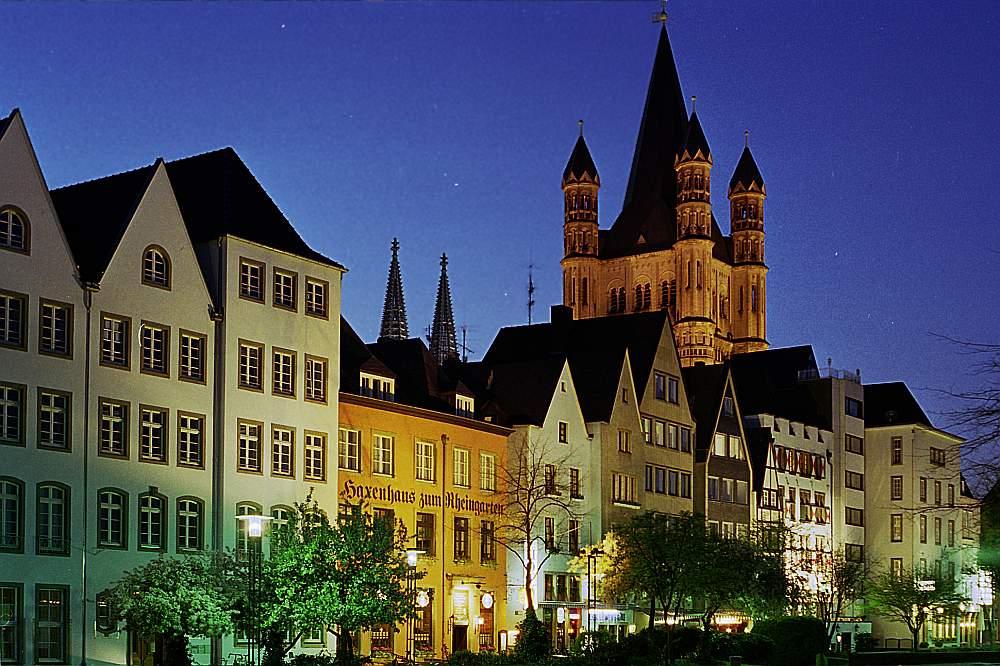 Kölner Altstadt in der Dämmerung