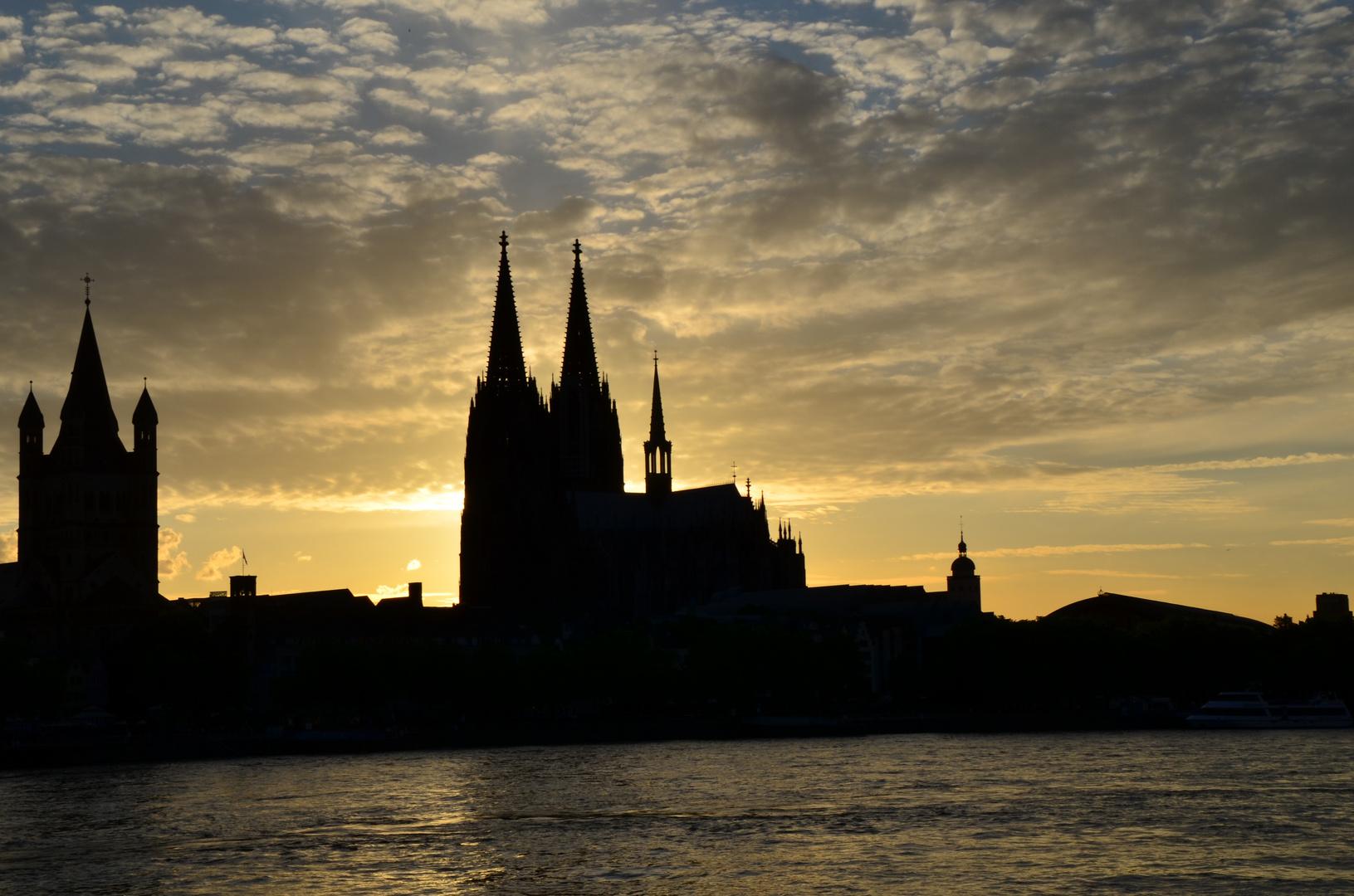 Kölner Dom am Abend