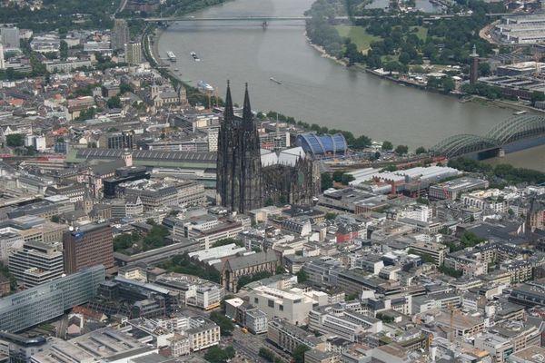 Kölner Dom aus der Luft