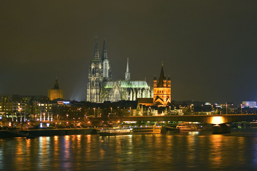 Kölner Dom bei Nacht