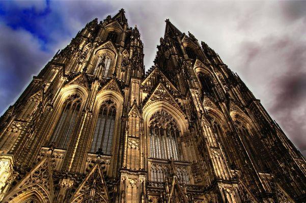 Kölner Dom dramatisch