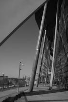 Kölner Dom hinter Lanxess Arena