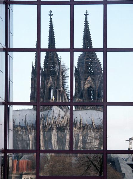 Kölner Dom spiegelt sich im Hyat