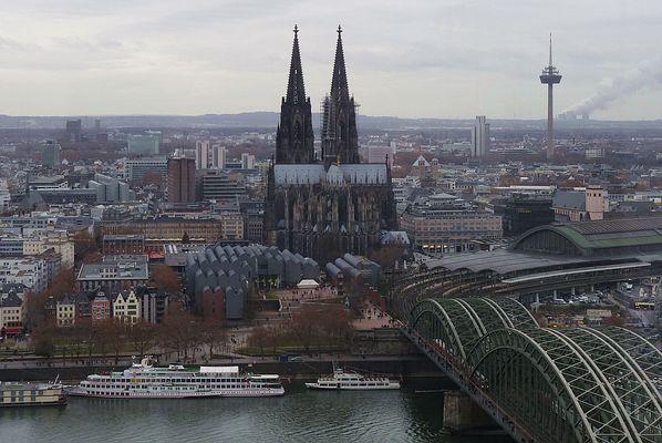 Kölner Dom --- Tele vom Triangelturm aus