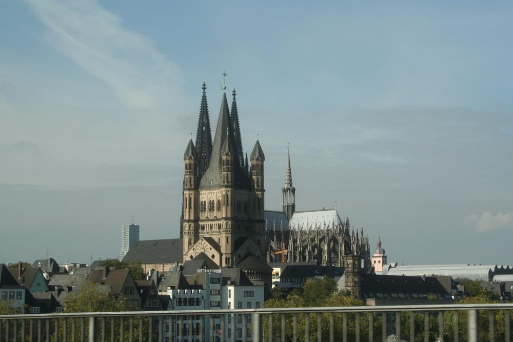 Kölner Dom überm Rhein
