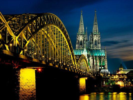 Kölner Dom und Hohenzollernbrücke am Abend [reload]