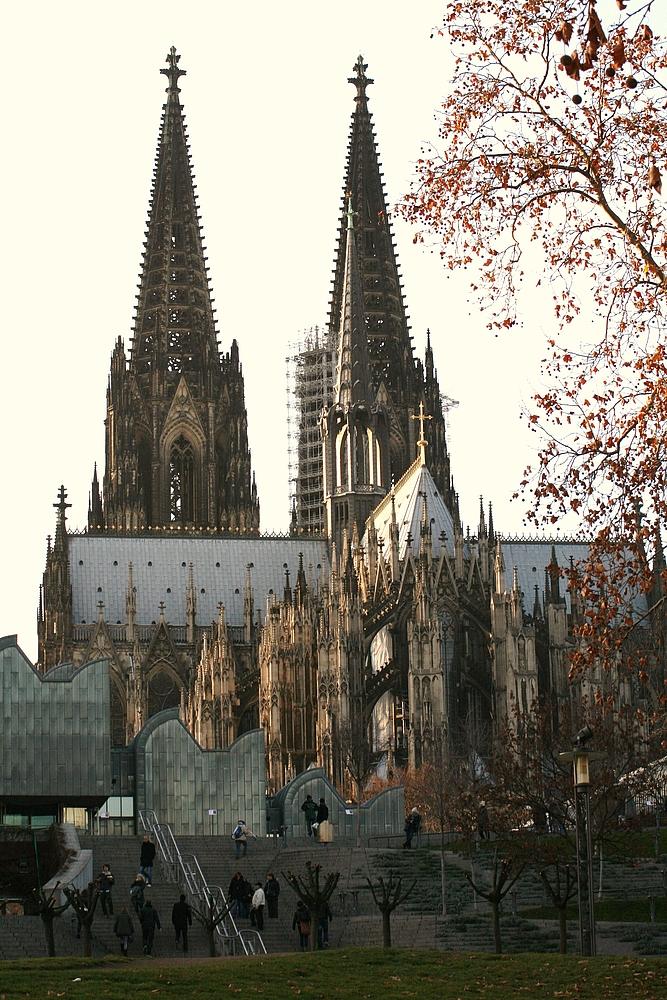 Kölner Dom vom Rheinufer aus fotografiert (29.11.2011) (5)