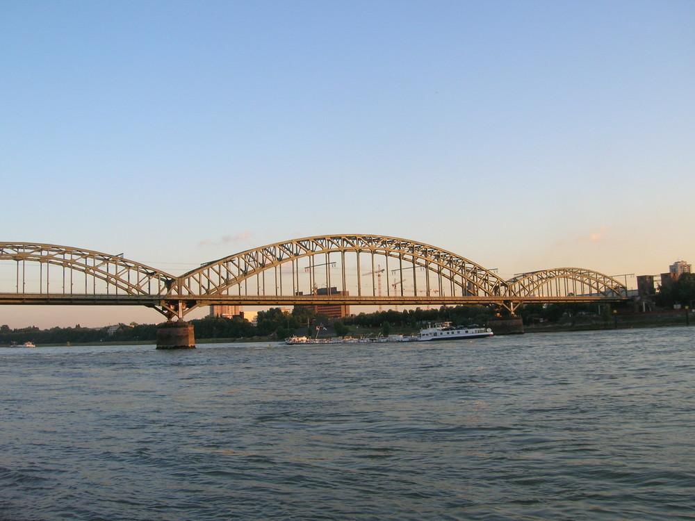 Kölner Eisenbahnbrücke