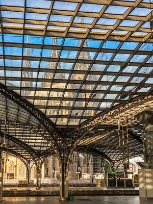 Kölner-Hauptbahnhof mit Dom