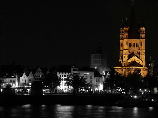 Kölner Kirche bei Nacht