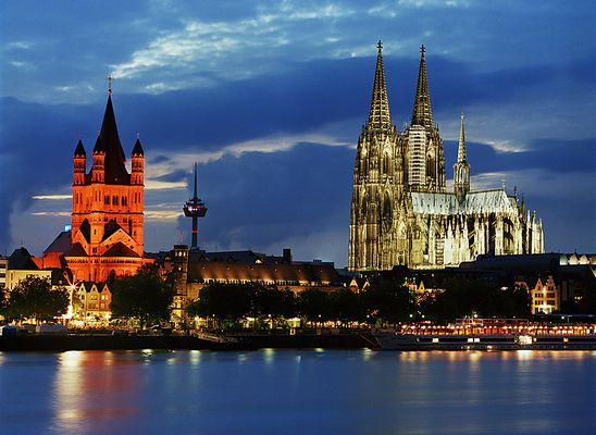 Kölner Skyline am Abend (Kölner Dom und Groß St. Martin)