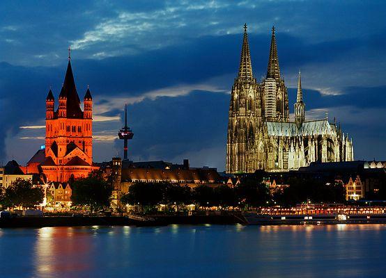 Kölner Skyline am Abend (Kölner Dom und Groß St. Martin) [reload]