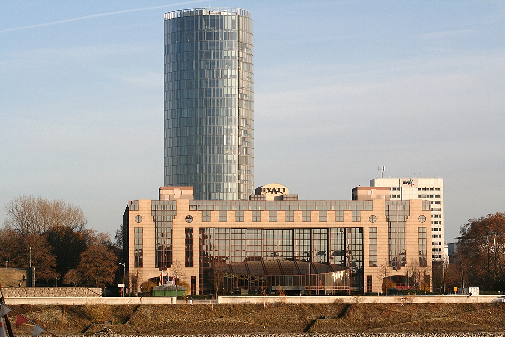 Kölntriangle (LVR-Turm) und Hyatt Hotel (29.11.2011) (3)